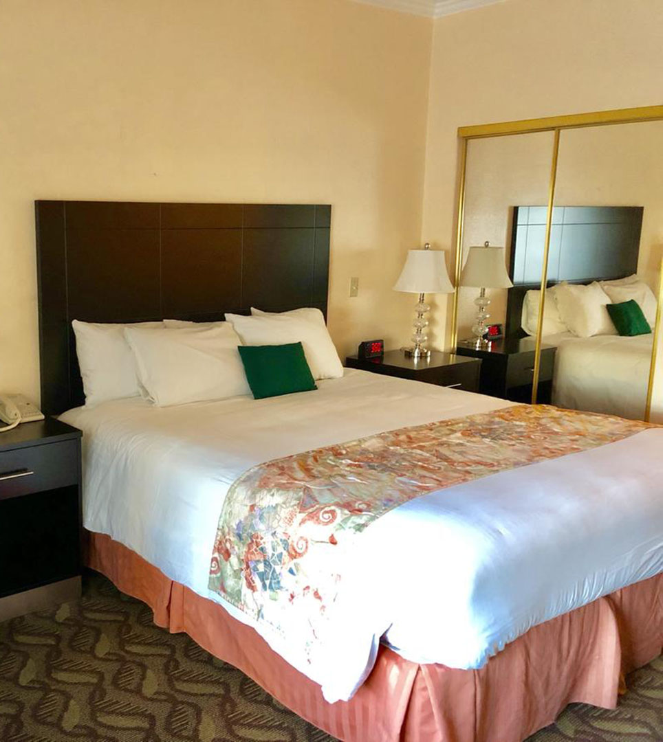 REJUVENATE IN WELL-APPOINTED GUEST ROOMS AT THE GLENDALE LODGE